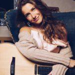 Caroline Jones – Chasin' Me